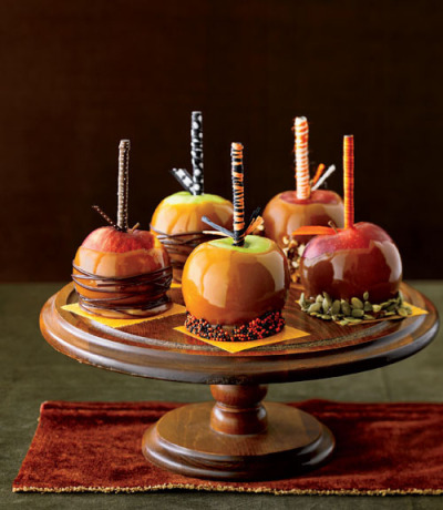 The seasons favorite fruit gets even sweeter! Caramel apples topped with candies, pistachios and chocolate! Can't wait to make these!  Recipe link below photo