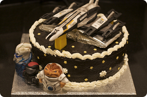 notoriouscupcakes:  mass effect cake
