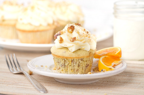 gastrogirl:  white spice walnut orange cupcakes.