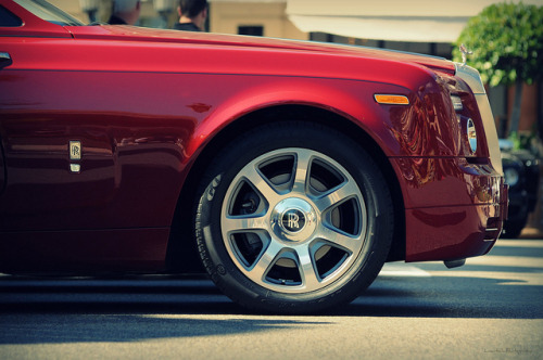 Rolls-Royce Phantom Drophead Coupé. Photo by Lawntech Photography (via)