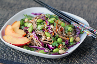 gastrogirl:  asian soba noodle salad with fresh peaches.