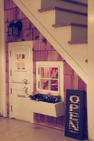 (via A Playhouse Under The Stairs Mossy | Apartment Therapy Ohdeedoh)