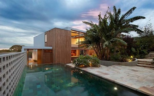 designismymuse:    Australian Contemporary Residence: Flipped House by MCK Architects