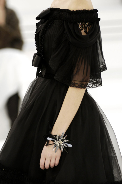 the-ever-so-odious:  bienenkiste:  Chanel HC Spring/Summer 2006