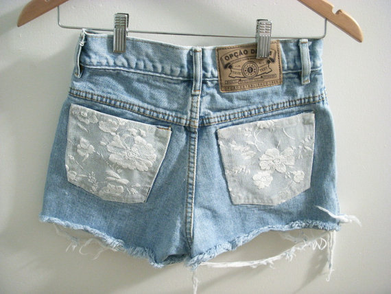 you can buy these shorts from anitas etsy shop HERE .