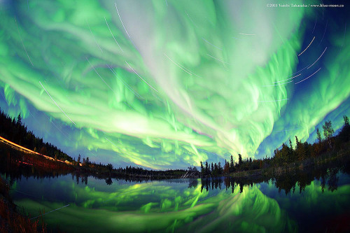 cwnl:  'Magic' on Earth: September's Aurora As the Sun crosses the celestial equator heading south, spring begins in the southern hemisphere and autumn in the north. And though the seasonal connection is still puzzling, both spring and autumn bring an increase in geomagnetic storms. Image Credit & Copyright: Yuichi Takasaka / TWAN / blue-moon
