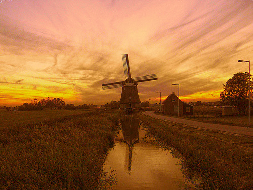 fuckyeahthenetherlands:  Windmill at sunset - Volendam (by pinktigger)