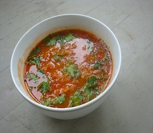 Recipe - Roasted Tomato-Tabbouleh Soup Full recipe found over athttp://veganonthegogo.wordpress.com/2011/09/23/the-first-day-of-fall/  findvegan:  Roasted Tomato-Tabbouleh Soup
