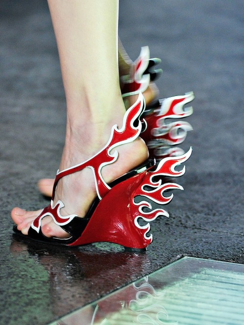 vogue:  DETAIL: Prada Spring 2012