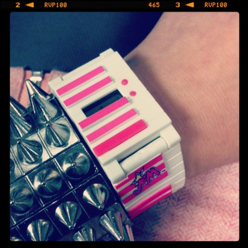 bettyfelon:  09.23.11 daily watch: Jem & the Holograms keyboard watch~♫