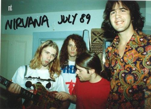 woolyknickers:  They were so cute back then.  Kurt dressing a mudhoney honey tshirt…….nice…