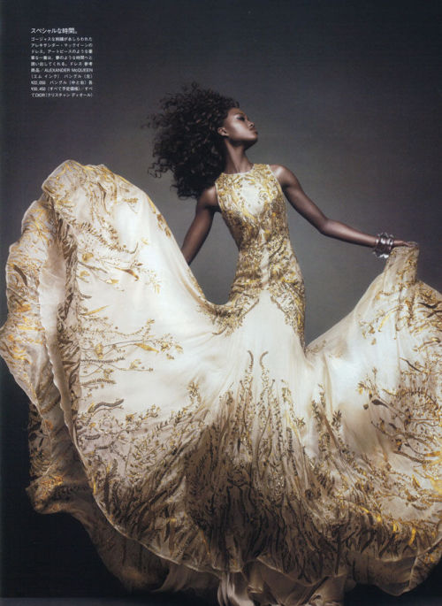 """Movement and Shape"" (+) Vogue Japan, November 2011 photographer: Sølve Sundsbø Nyasha Matonhodze in Alexander McQueen, Resort 2012 // zetus-lupetus:mcqueenadillo"