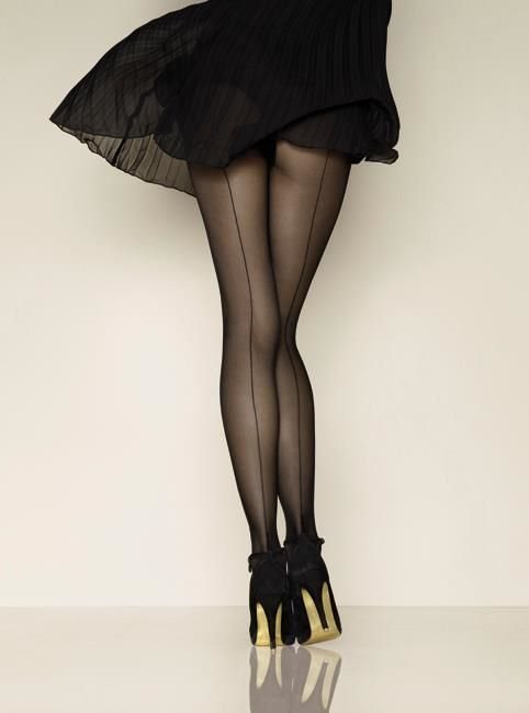 thepinupnoire:  thepinupnoire: Seamed stockings…LOVE!!!