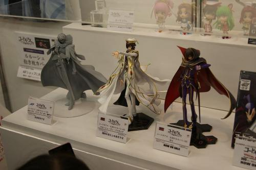 irritatingarchery:  Suzaku, Lelouch and more Code Geass figures - More here   I aim to own all of these! So far I have Zero, Emperor Lelouch is pre-ordered and will have to wait until Suzaku pre-orders go up :3