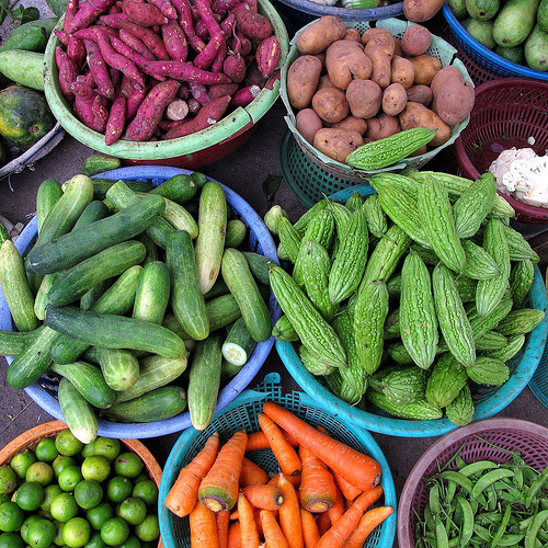 iheartloons:  Vegetable market in Nha Trang, Vietnam