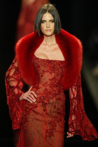 ultraglamourluxe:  red lace & fur