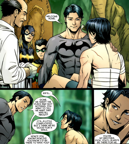asterous:  fycomicbookfriendships:  Red Robin #12  Tim's faith in his brother is incomprehensible. ;A;