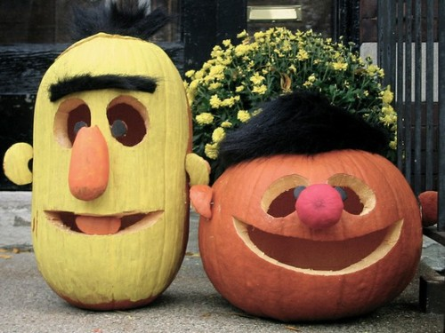 thedailywhat:  Muppet Pumpkins of the Day: Bert & Ernie Jack-O-Lanterns, spotted in Chicago's Old Town neighborhood a couple years back. Incidentally, it's Jim Henson's birthday tomorrow. RIP. [craft.]