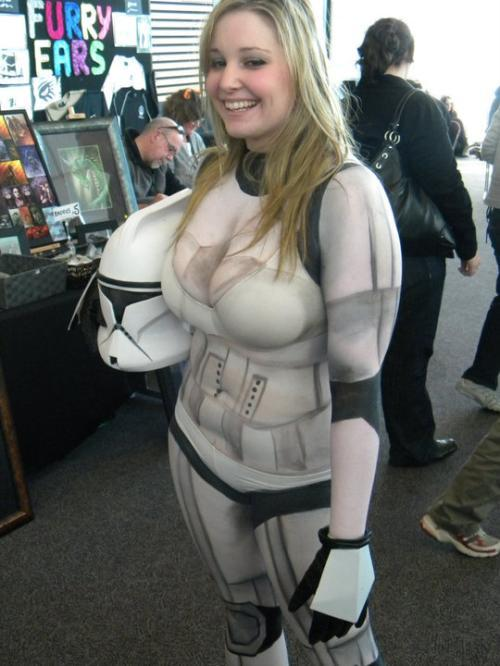 Cosplay of the day: Body paint Stormtrooper This or the body paint Boba Fett? Hmmm…