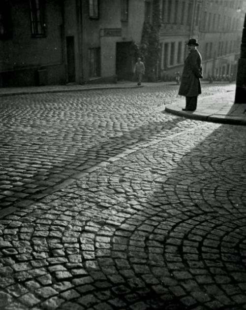 Dirk de Herder Obscuur, Stockholm, 1951. [via Le Clown Lyrique] (liquidnight)