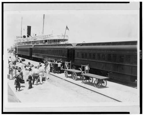 Boat arrives in Key West from Cuba, early 1900s. Source: Library of Congress
