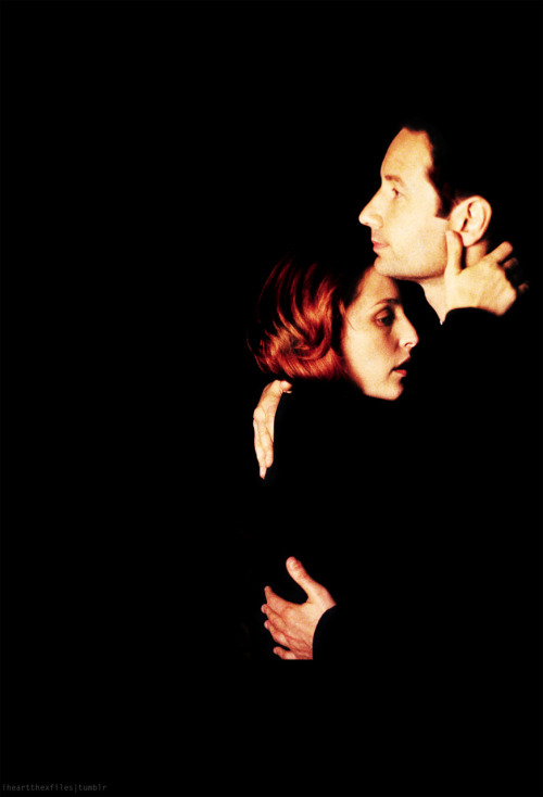 smittenskitten: iheartthexfiles:   8x08 Per Manum   My tini tiny hearts all flails. *sobs*  I miss those days.. .
