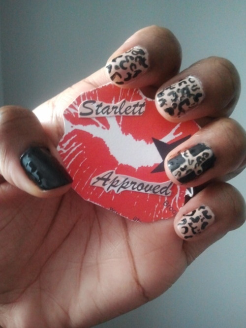 Day 13…Animal Print Not at all my best leopard print.  Not feeling 100% but really wanted to do the matte with shiny print. The polishes I used are Sinful Colors Black on Black and an unknown nude, as well as Sephora by O.P.I matte top coat. Not purrrfect but I still think it's cute (^_^)