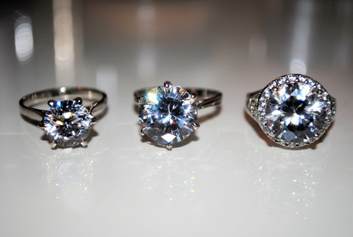 kimrican:  alisonmontalbo:    Promise Ring , Engagement Ring , Wedding Ring ♥    Want thisss  ♥.♥