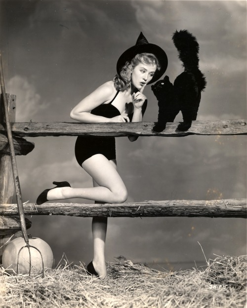 mothgirlwings:  Joyce Holden - Halloween 1950