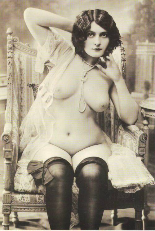 hoodoothatvoodoo:  French Postcard 1928