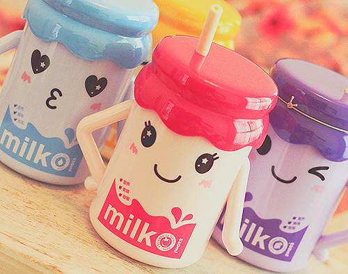 ohmyasian:  2741. Cute Milk Sipper. Wish I had this as a kid so I would actually drink my milk and grow tall. Sigh.