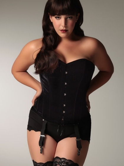 "curveappeal:  Heather Hazzan for Hips and Curves 5'9"", 175 lbs, size 12/14 38 bust - 33 waist - 43 hips"