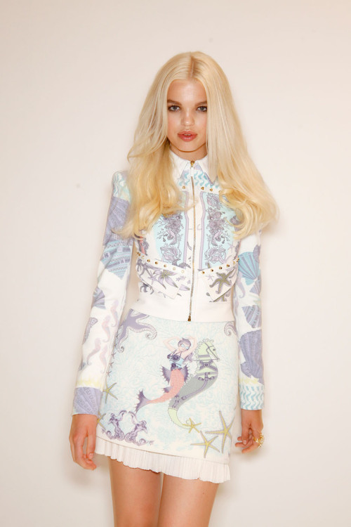 Versace's new collection is all about mermaids!  http://thewideeyedlegless.typepad.com/blog/2011/09/fashion-week-recap-part-3.html