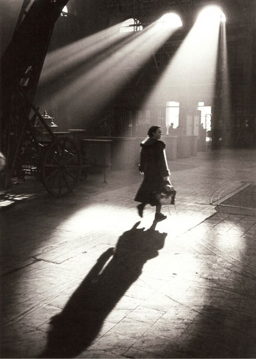 liquidnight:  Toni Schneiders In the Morning before 8 Frankfurt am Main, February 1951 [via Le Clown Lyrique]