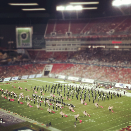 cindiasaurus:  USF vs UTEP, HOT plays the halftime show.