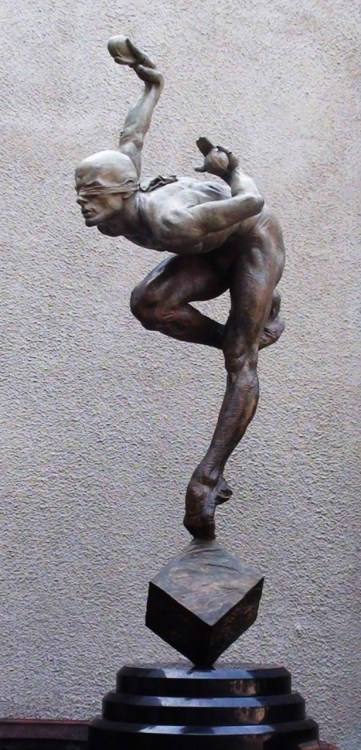 #RichardMacDonald (American, b. 1946) Blind Faith (Third-Life) Fine art category Sculpture-Installation Medium Bronze Size 32x14.5x10.0 in (81x37x25 cm) Date of creation 2009 Subject fantastic Movement/period 21st Century Romanticism Signature YES Authentication certificate YES Muscle-bound and gracefully poised Cirque du Soleil juggler Viktor Kee, displays the passion and clarity MacDonald imbues in his sculpture, including messages of risk, balance and focus. THIRD-LIFE SCALE PRICE ON REQUEST to info@robinrile.com www.richardmacdonaldsculptures.com