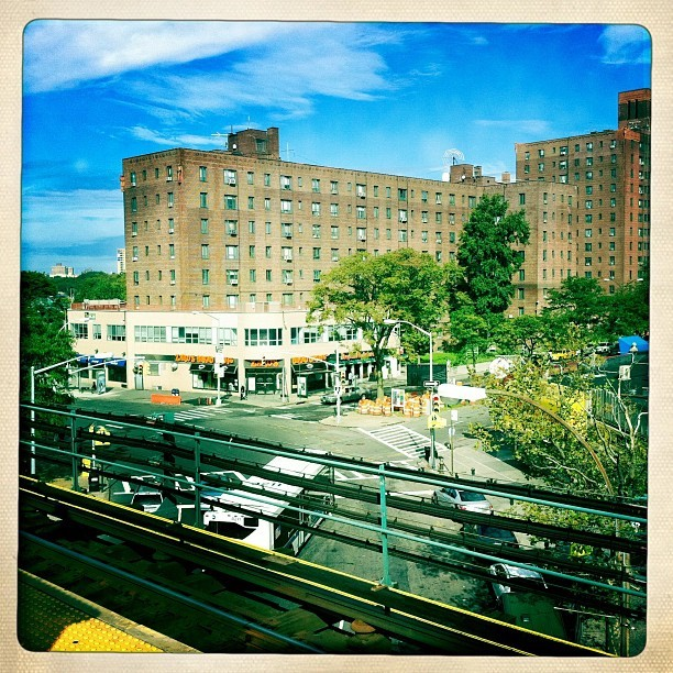 -char:  #parkchester #train #waiting #sky #hipstamatic  (Taken with Instagram at Parkchester)