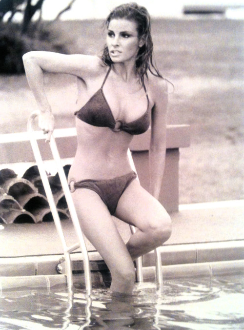 maureensadoll:  1968, filming Lady in Cement. Her body is out of this world!