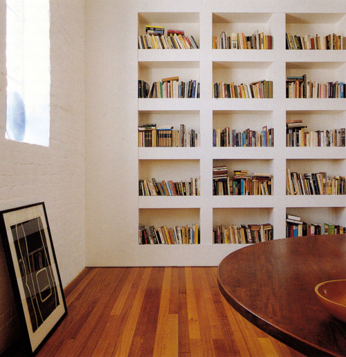 homeshelves:  These built-in bookshelves.