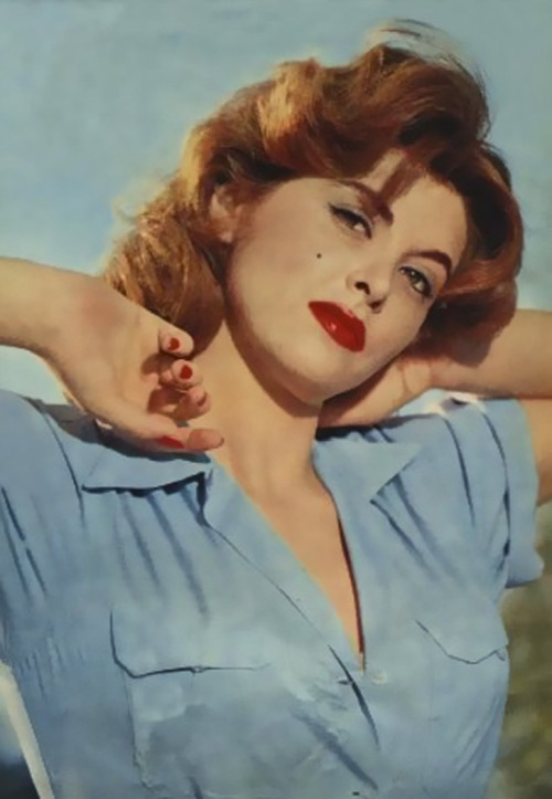 hollyhocksandtulips:  Tina Louise