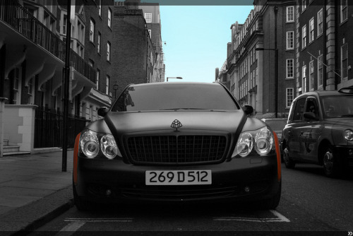 visualcocaine:  Diplomat plates for the Maybach.