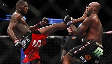 Jon Jones gave Rampage Jackson the 4th round submission.