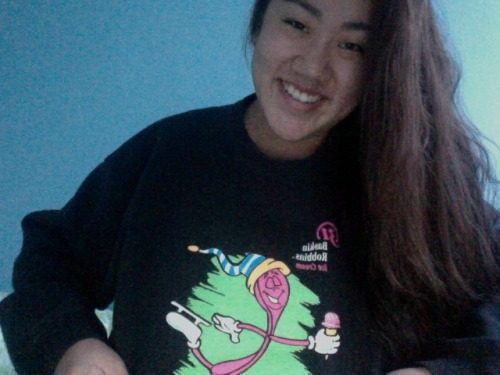 Wet hair. No make-up. Baskin Robbins sweatshirt.