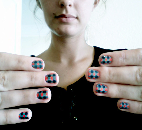 gingham nails, samantha :)