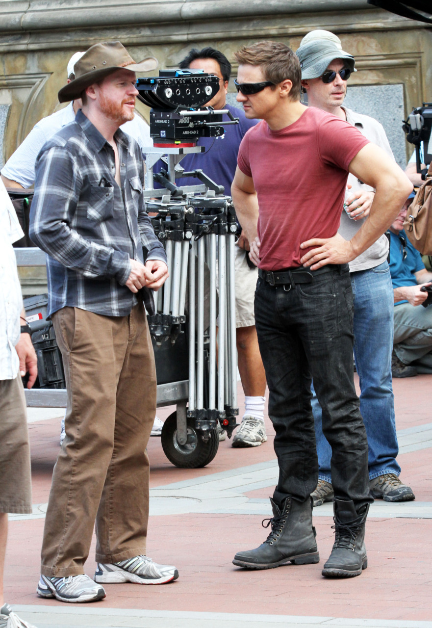 fuckyeahdirectors:  Joss Whedon and Jeremy Renner on the set of The Avengers (2012).