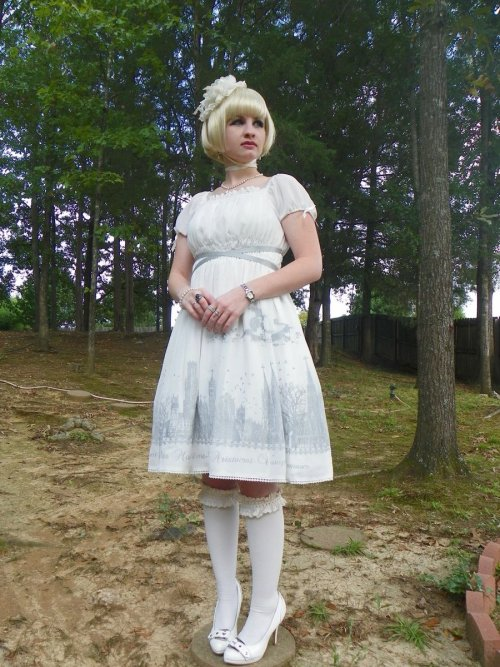 alternativepurple:  Moi-même-Moitié Silent Moon dress