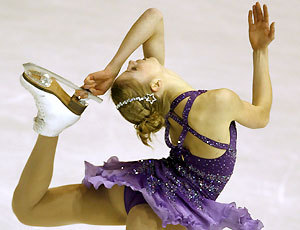 beautiful-shapes:  CArolina Kostner, 2008 EChamp