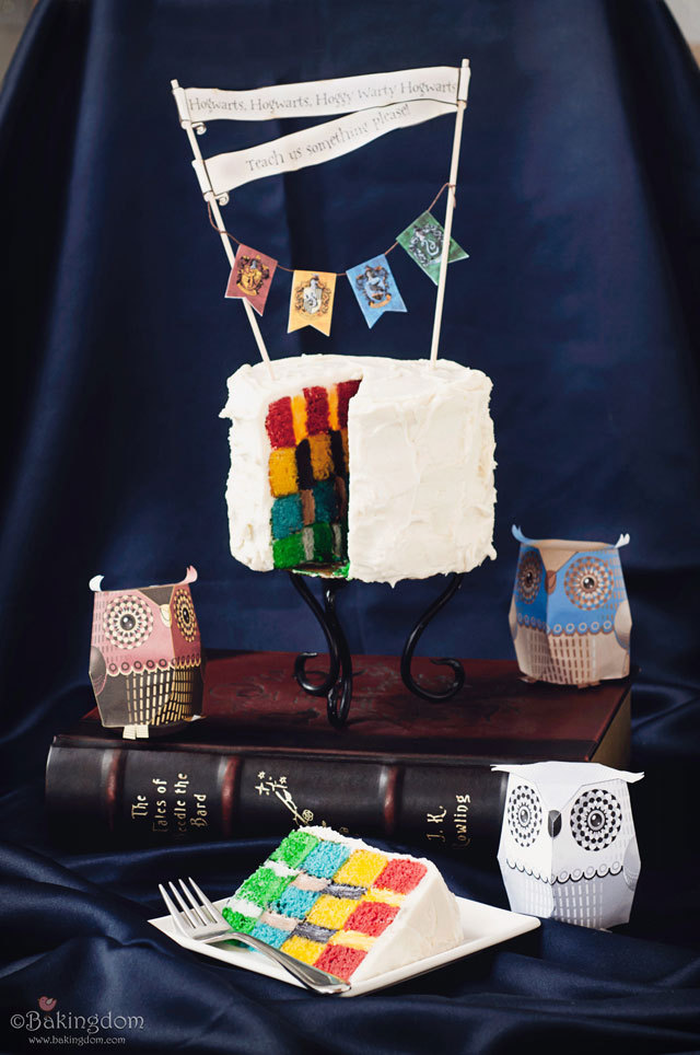 craftjunkie:  Hogwarts House Cake {Recipe & How to} Found at: http://bakingdom.com
