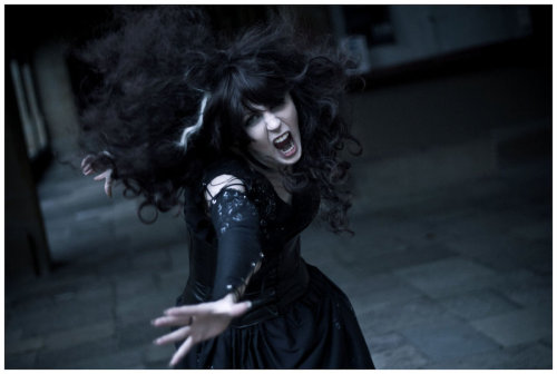 cosplayblog:  Bellatrix Lestrange from Harry Potter  Cosplayer: LolaInProgressPhotographer: houkiboshi   RAAAAWRL