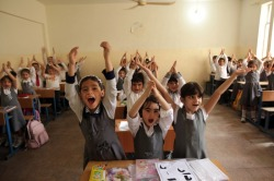 IDPs at Amin Zaki Arabic school in  Erbil, Kurdistan, Iraq. 1,500 displaced children attend classes in the  school, most fled Baghdad, Kirkuk, Mosul, Diyala with their families and  found refuge in Erbil. Children are from Arabic and Kurdish origins,  and were raised speaking the Arabic language. UNHCR / H. Caux أطفال نازحون من مناطق أخرى بالعراق لاقليم كردستان العراق، يصل عددهم لـ1500,  يتلقون دروسهم هنا في في مدرسة أمين زكي العربية بأربيل..